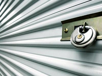 Shutter door of a storage unit